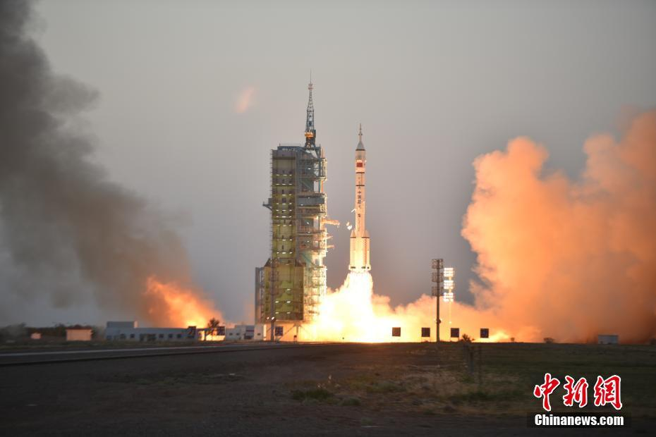 Shenzhou-11 lifts off atop a Long March 2F at Jiuquan on October 17, 2016.