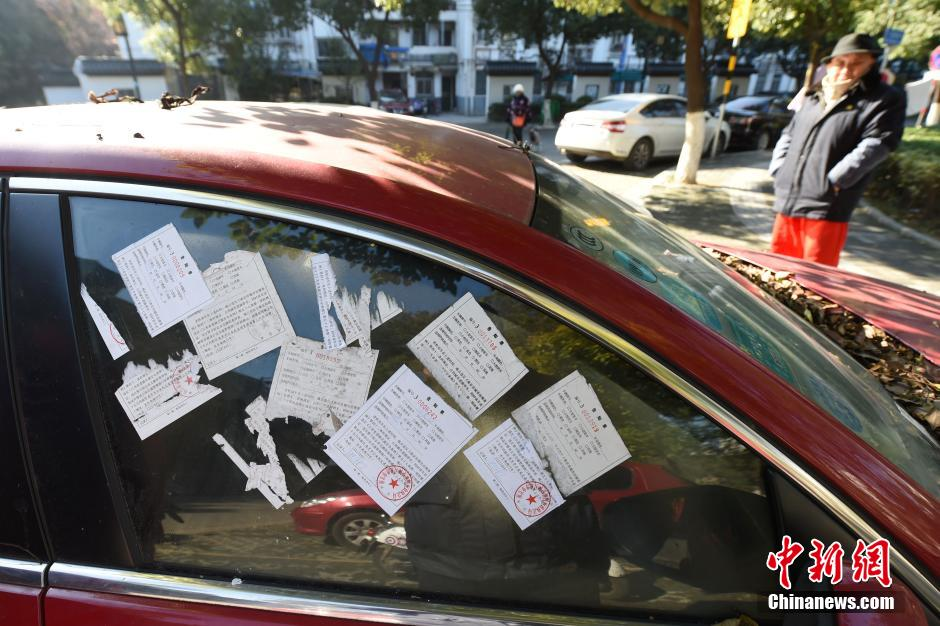 Chinese driver rewarded for reporting hundreds of traffic violations