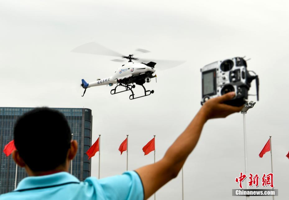 Drones adapted to conduct artificial rainfall tests in Xinjiang