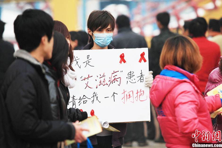 China's first domestically-made anti-HIV drug approved for sale