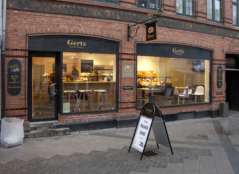 In 1877, master baker Emil Richard Gertz (Uffe Gertz' forefather) took over the King's royal field bakery in Nyborg, Denmark. The bakery was originally founded back in 1760, when famous fairytale writer Hans Christian Andersen would drop by.
