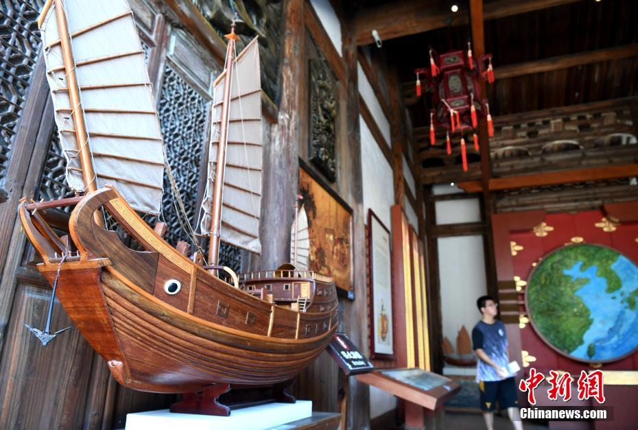 A museum exhibit of a model Fujian junk vessel.