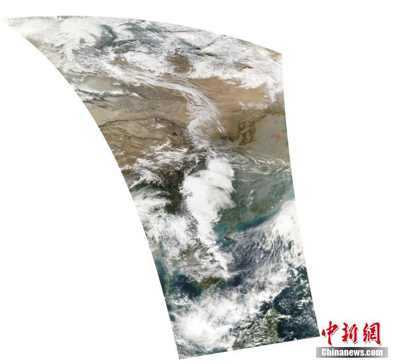 The first image returned by Fengyun-3D, showing regions from the South China Sea to northwest China.
