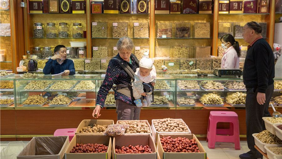 Locals purchase healthy foods at a traditional Chinese medicine market in Southwest China's Chongqing municipality.