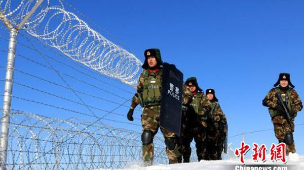 Ahead of the Spring Festival, officers and men from the Xinjiang Altay Public Security Border Detachment Ji Mounai patrolling China's border in the northwest.