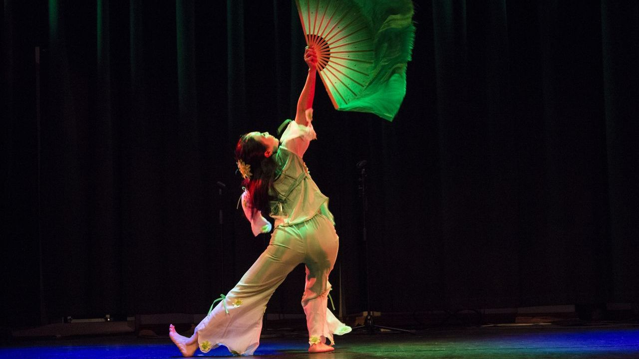 Laura Qin doing a Green Leaf dance