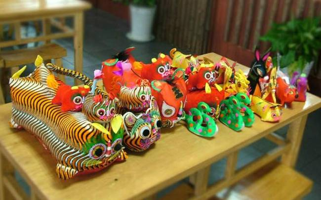 china shaanxi traditional embroidered toys tiger shop