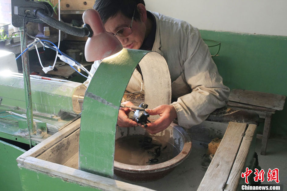 chinese artist grinding polishing shaping jade