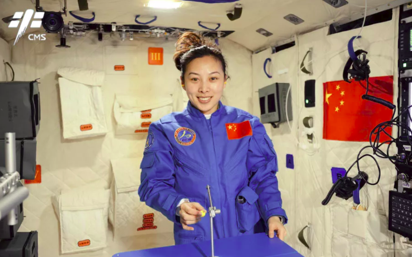 Astronaut Wang Yaping delivers a live science lecture from Tiangong-1 to school children in June 2013.