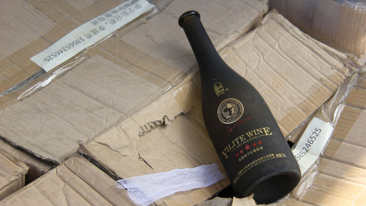 Founded in 1964, Xinjiang Yizhu Wine is situated in the north of Xinjiang, northwest China. It produces ice wine, as well as varieties of red and white wines.