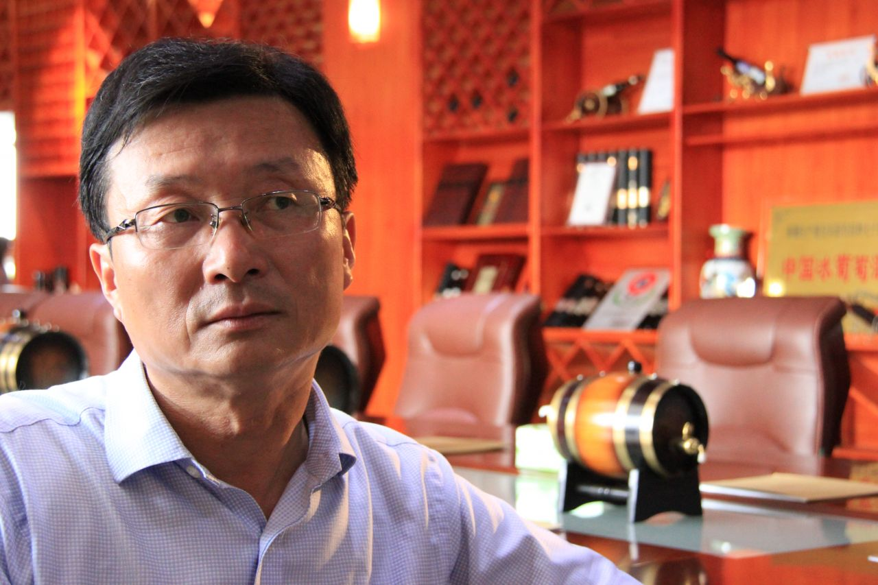 Mr Zou Xinshan, chairman of Xinjiang Yizhu Wine since 2011, has almost 20 years of wine industry experience.