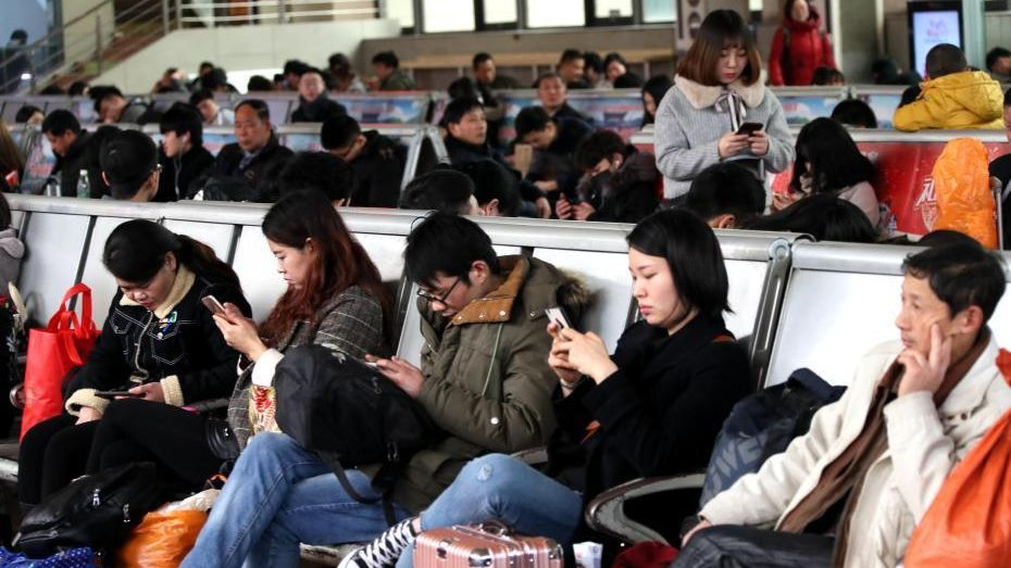 Smartphone to surpass TV as media of choice for Chinese