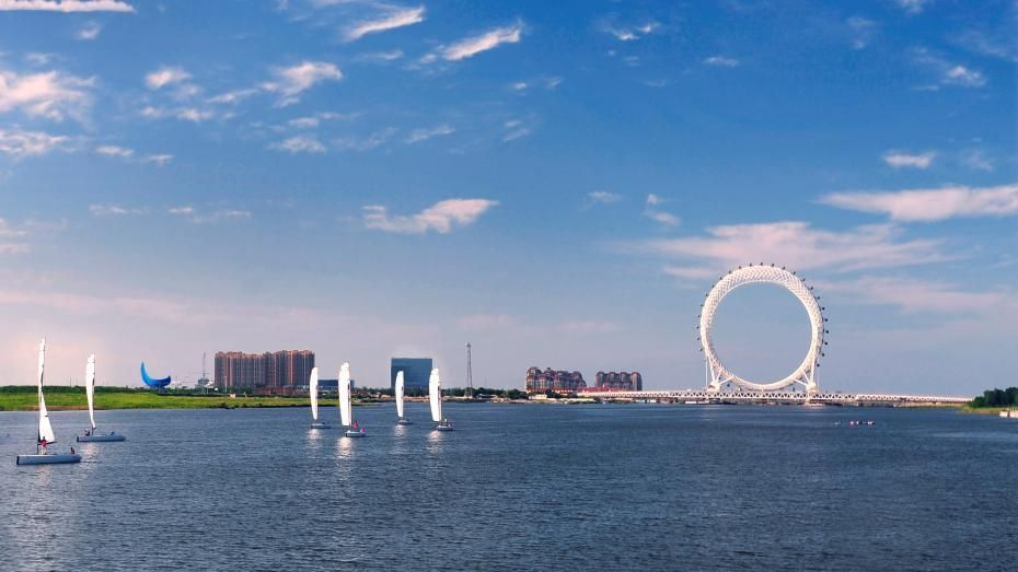 Nicknamed the 'Eye of the Bohai Sea', the gigantic and futuristic structure comes with 36 pods, each of which is able to carry eight to ten passengers.
