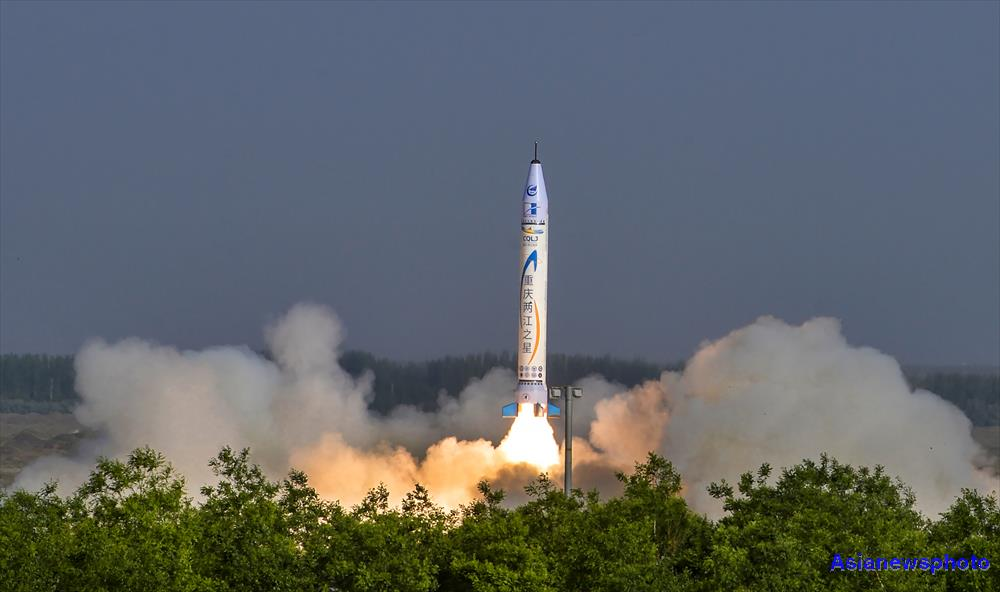 The 9m-tall 'Chongqing Liangjiang Star' OS-X single-stage solid-fuelled rocket lifts off from northwest China at 07:33 Beijing time on May 17, 2018.