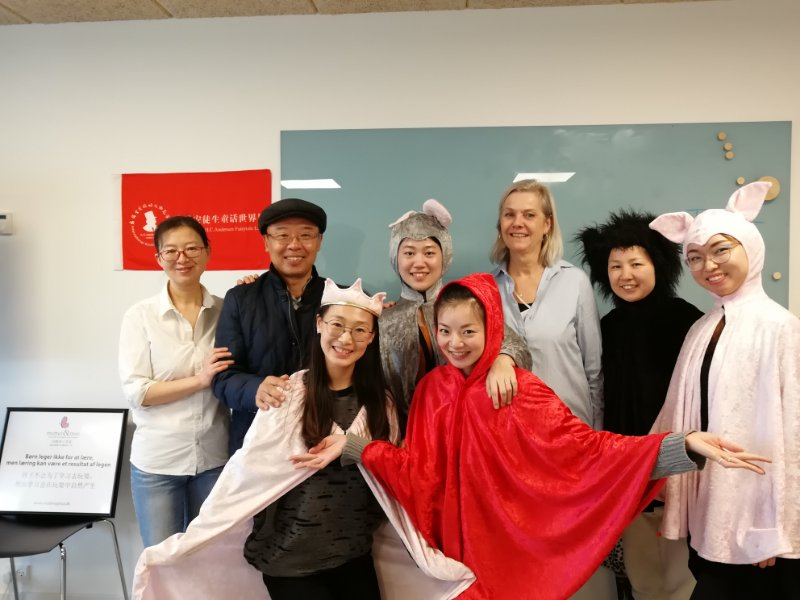 Chinese course participants dressed up as fairy tales characters.