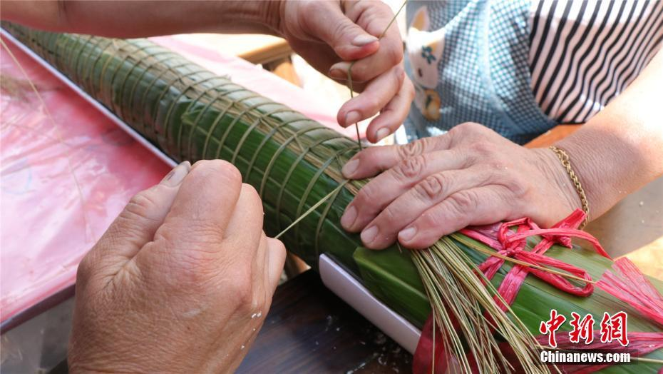 Villagers in east China's Zhejiang Province spent 13 hours making a 20-metre-long Zongzi, also known as sticky rice dumpling, to celebrate the upcoming Dragon Boat Festival.