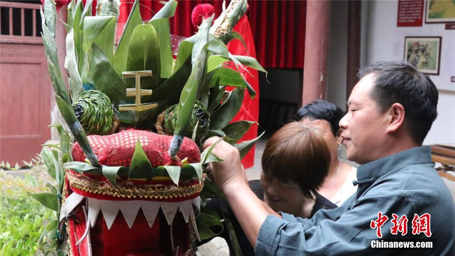 """Villagers were making the dragon head for the so-called """"Dragon Zongzi""""."""
