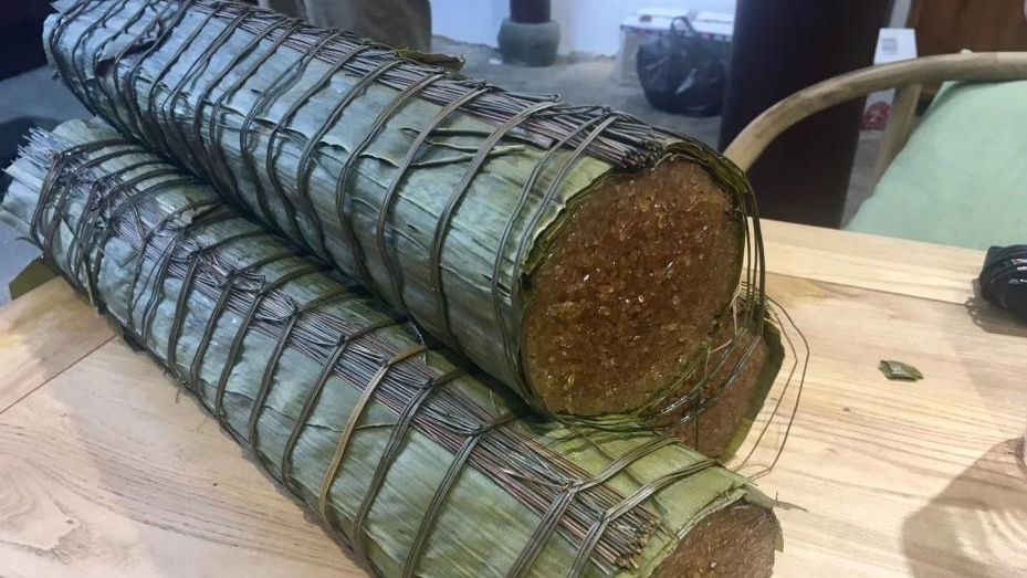 Once cooked, the zongzi was sliced up and sent to a banquet attended by elderly citizens.