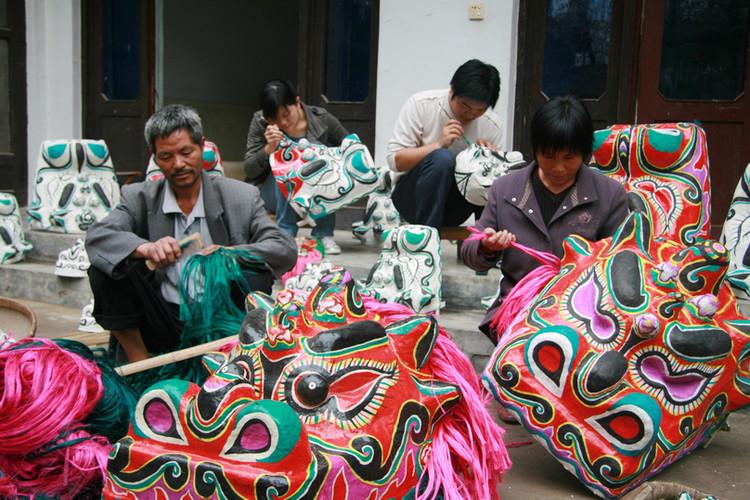 china jiangsu pizhou lion head mask craftspeople painting