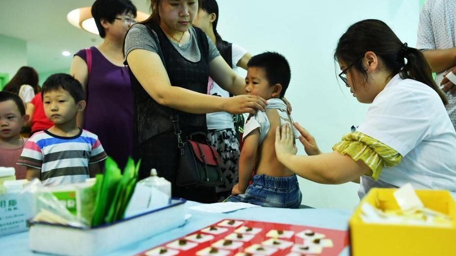 Chinese seek TCM plaster remedy as summer temperatures soar