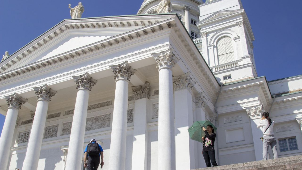 Students visiting Helsinki Cathedral