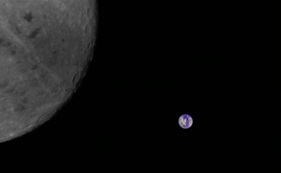An image of the Moon and distant Earth downloaded from Longjiang-2/DSLWP-B on October 10, 2018.
