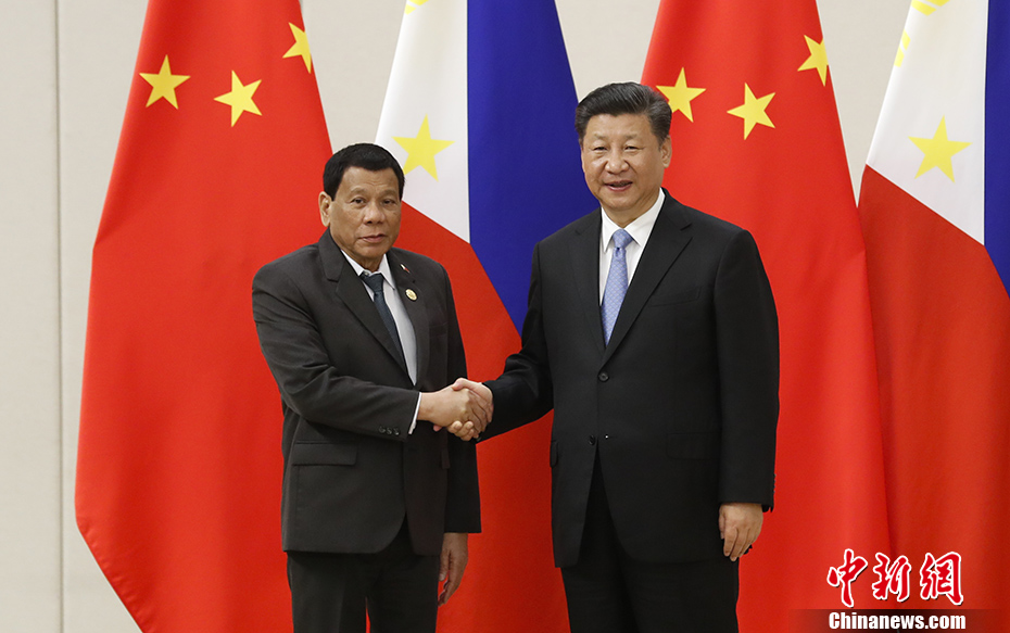 Chinese President Xi Jinping arrives in Manila for first state visit