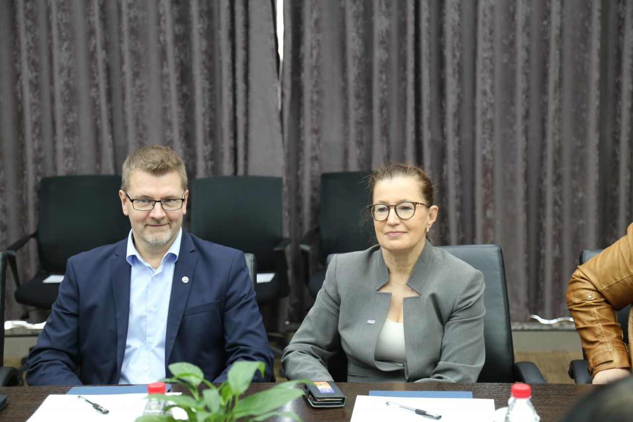 Lauri Tuomi, CEO of the Finnish Education Agency, and Pakarinen take part in discussions with their Chinese counterparts in Hailiang.