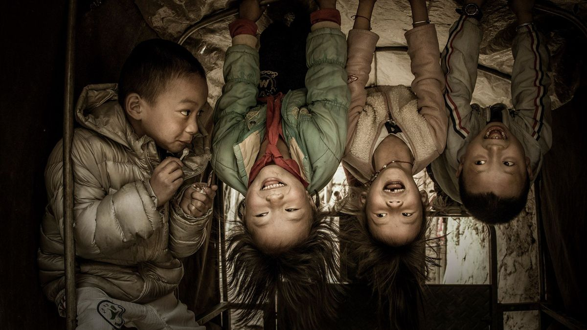 "Chinese photographer Hu Weiguo received a remarkable award in the Fascinating faces and characters category at the 2018 Siena International Photo Awards for the photo ""Horizontal Bar on the Tricycle""."