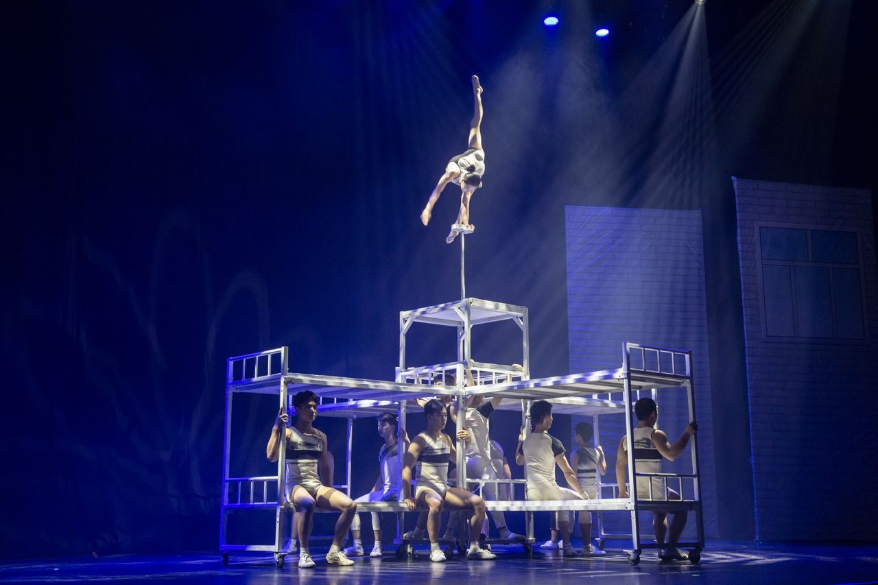 Chinese acrobats dazzle in Finland