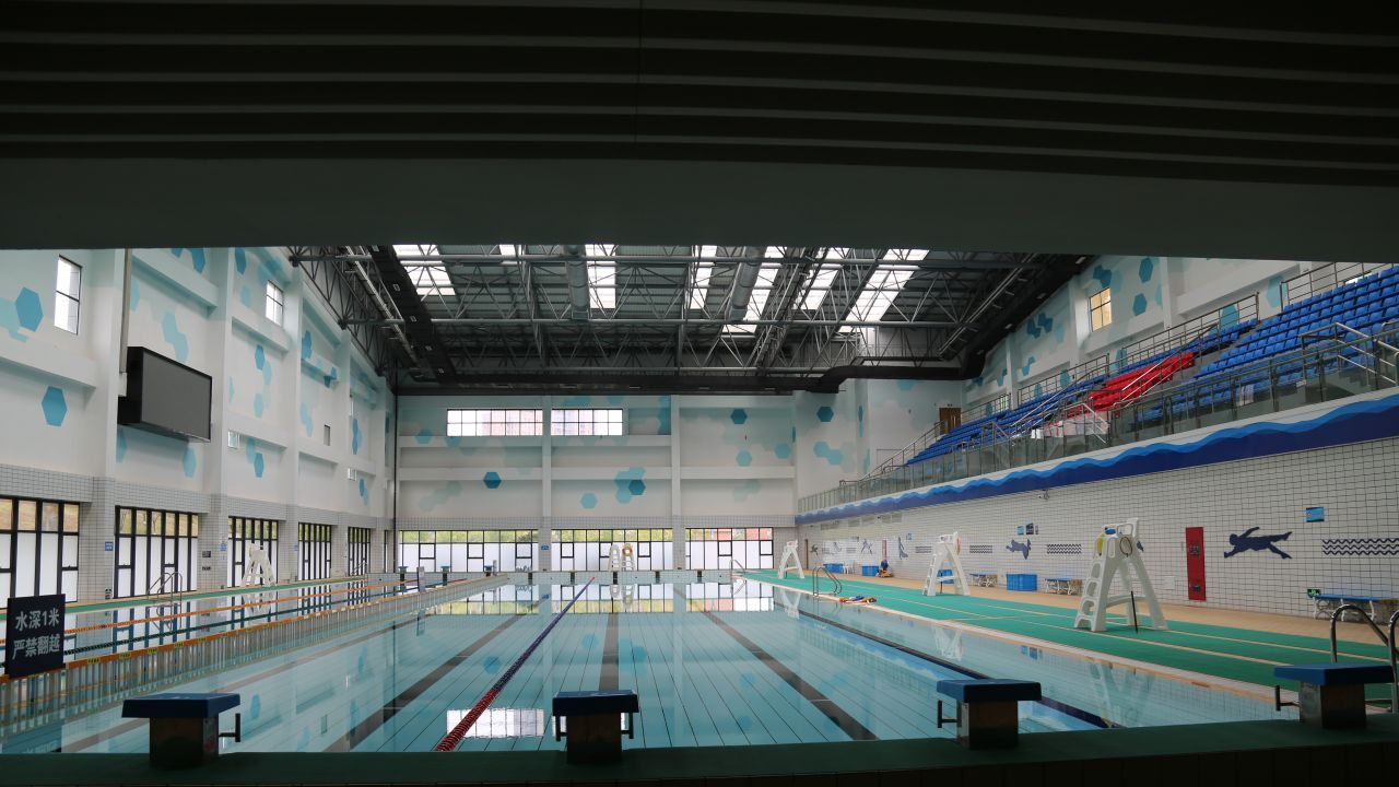 Hailiang's 900-capacity natatorium boasts an eight lane, 50-metre length swimming pool.