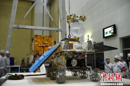 The 140 kg Chang'e-4 rover.