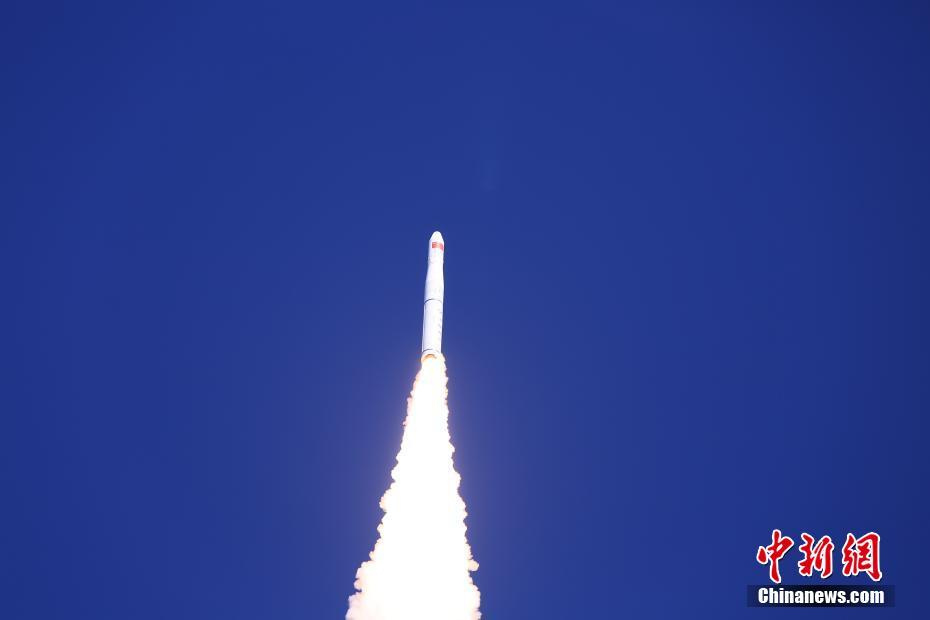 Long March 11 rocket launches four Chinese satellites for hyperspectral imaging and deorbit tests
