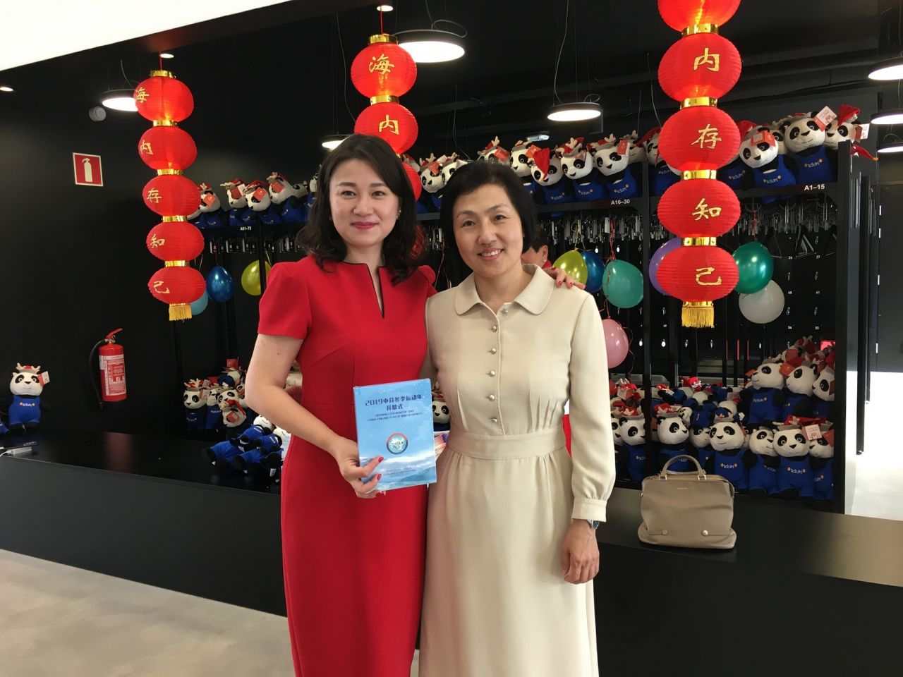 China's ambassador to Finland, Madam Qin Sa (right), with Ms. Lancy Jia (left), CEO of Sumino Oy.