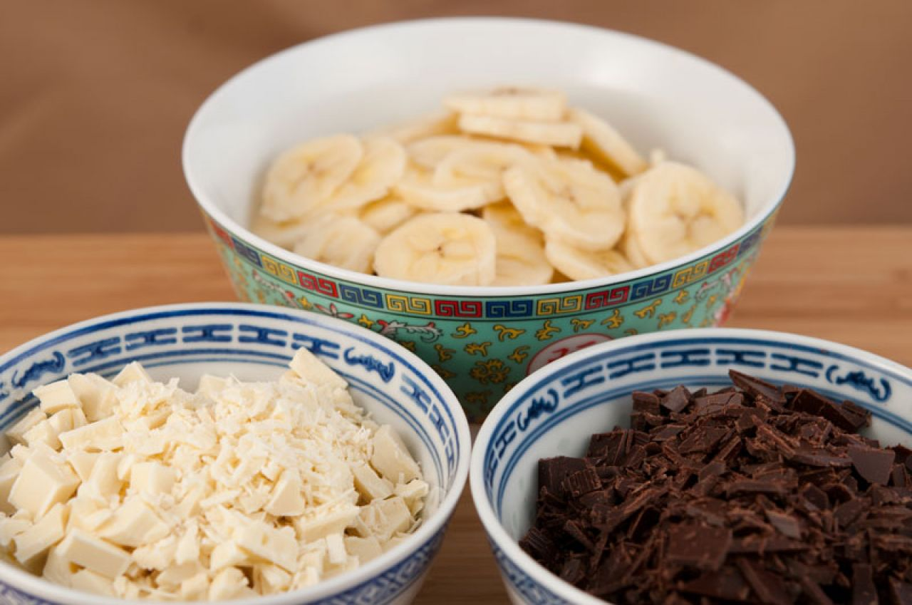 Chop the chocolate into teeny-tiny bits, so they melt faster and you can fit them better into the wontons.