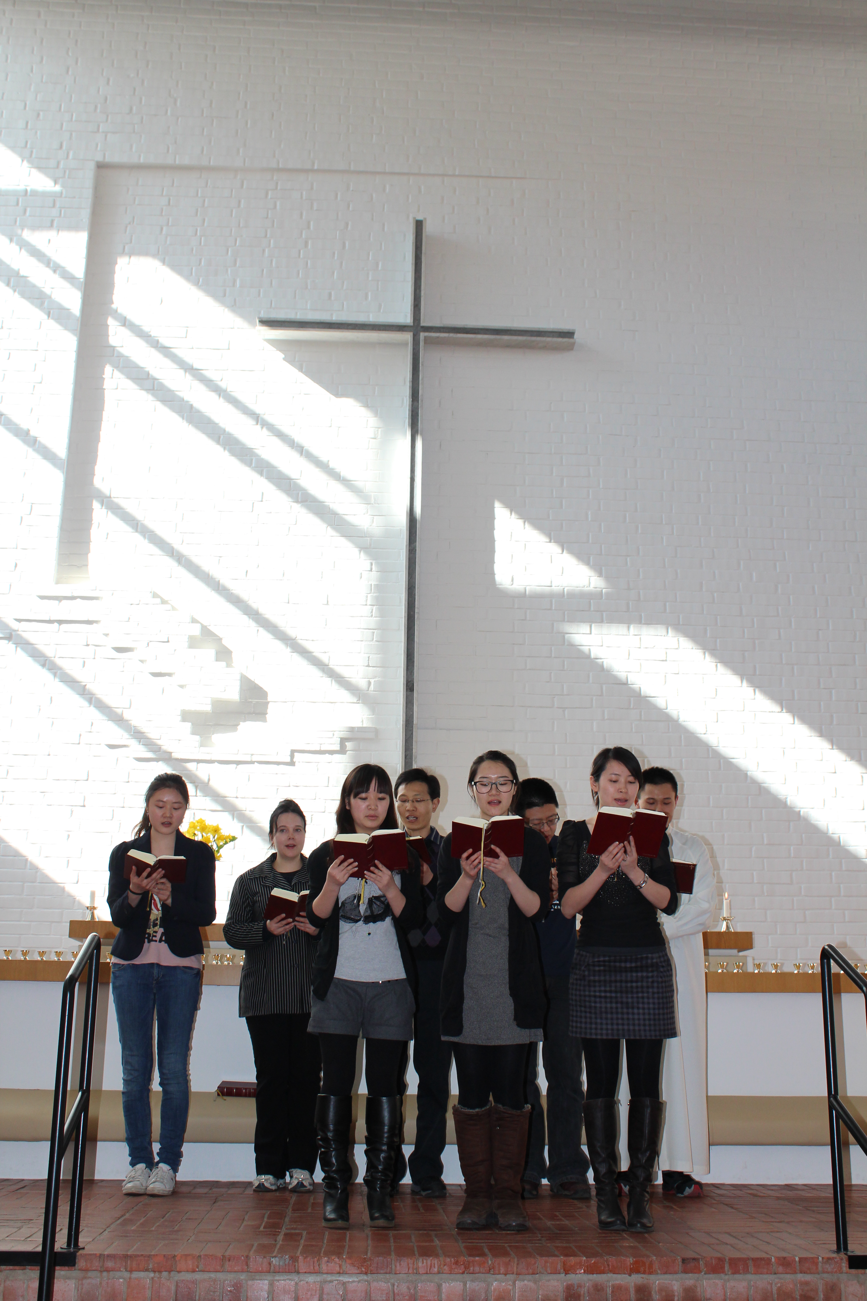 There are currently several thousand Chinese people living in Finland, several hundred out of which are Christians.