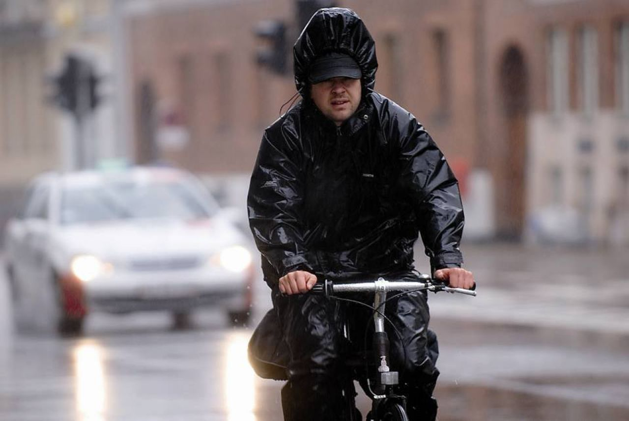 A bit of rain cannot stop the Danes from riding their bikes.