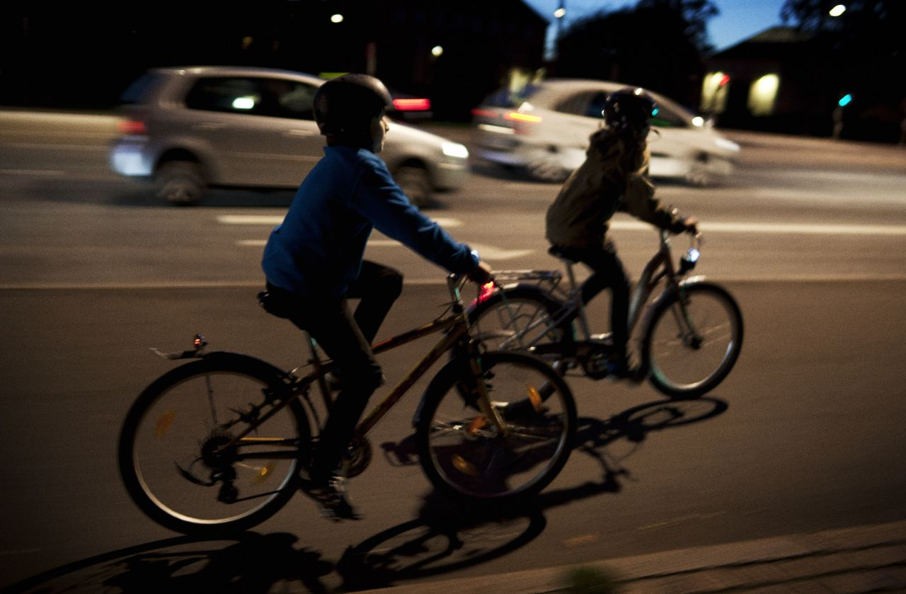 Remember lights when cycling in the winter darkness!