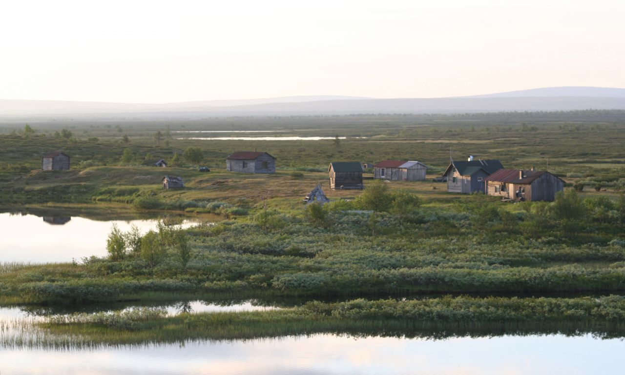 Ealli Biras exhibition is at the moment at Siida. The photo shows summer housing of the Sámi in Pöyrisjärvi, Finland.