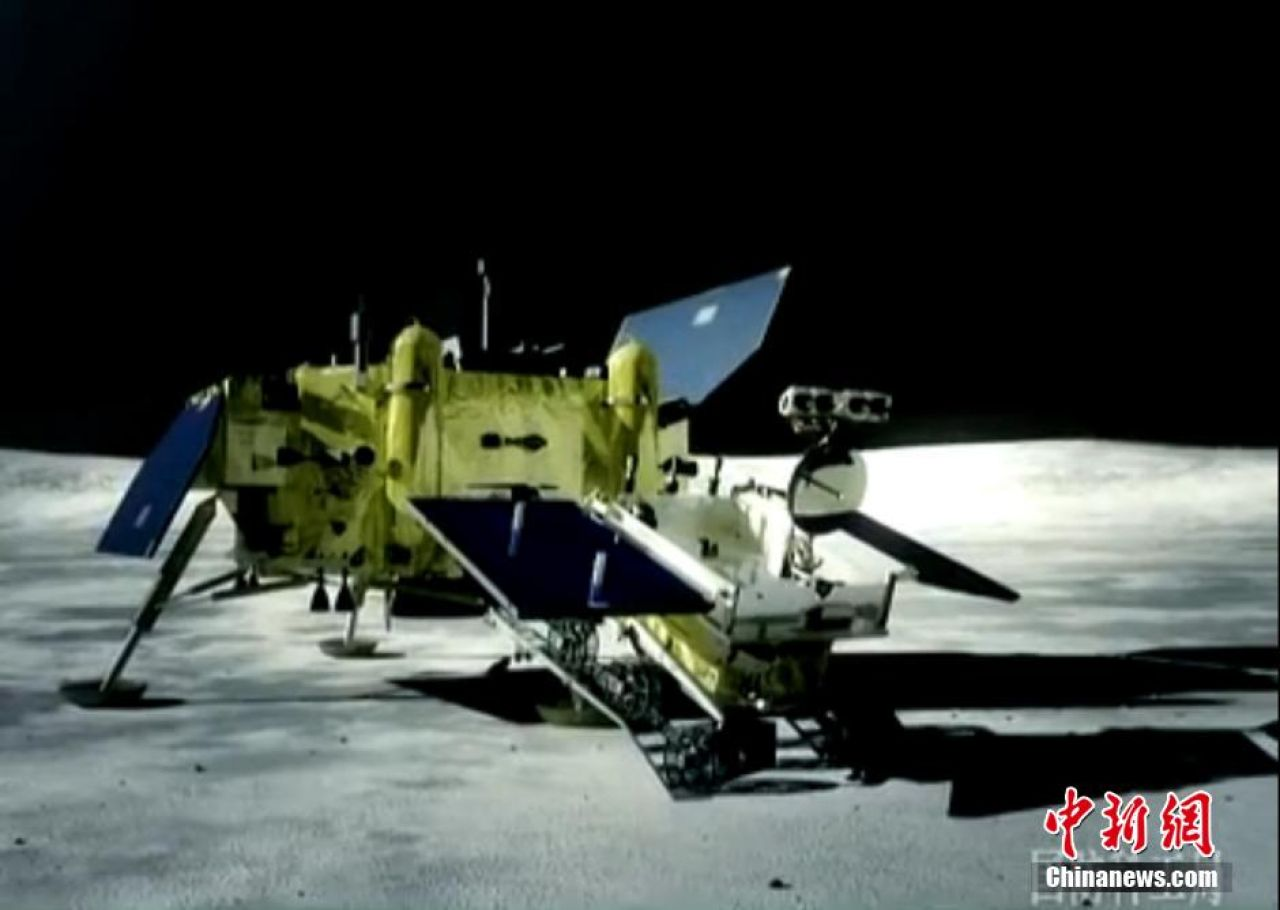 An animation of Jade Rabbit leaving the Chang'e-3 lander and rolling onto the lunar surface.