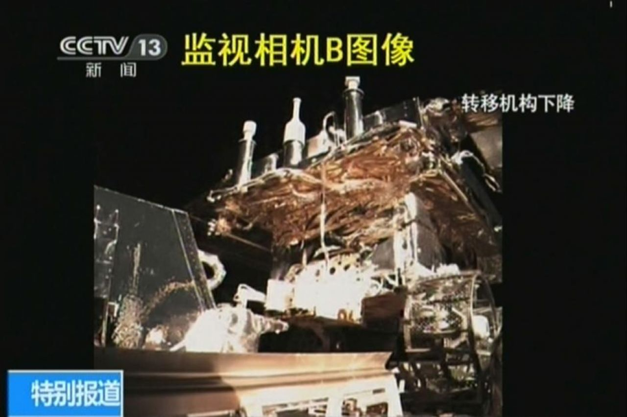 Yutu begins its descend down the Chang'e-3 lander ramps.