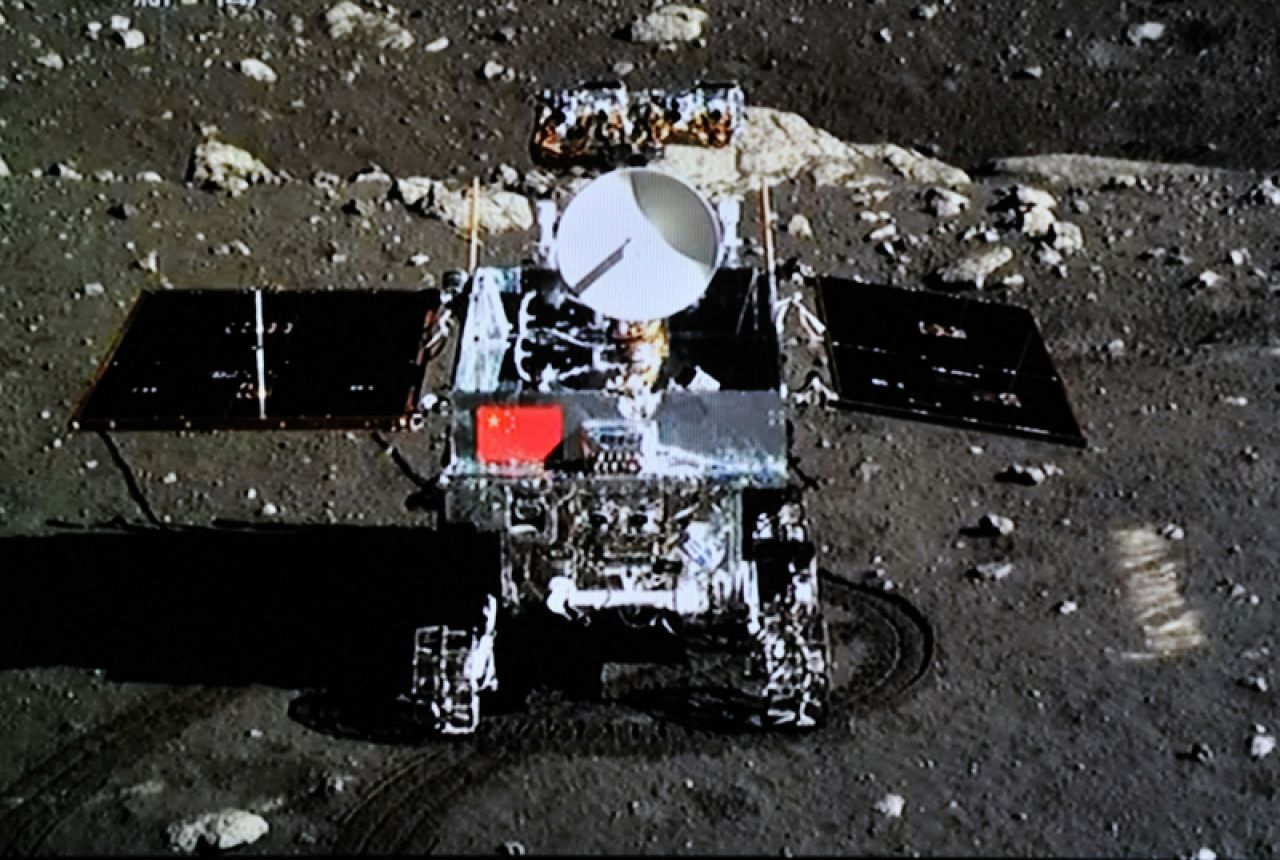 A photo of Yutu taken by the Chang'e-3 lander.