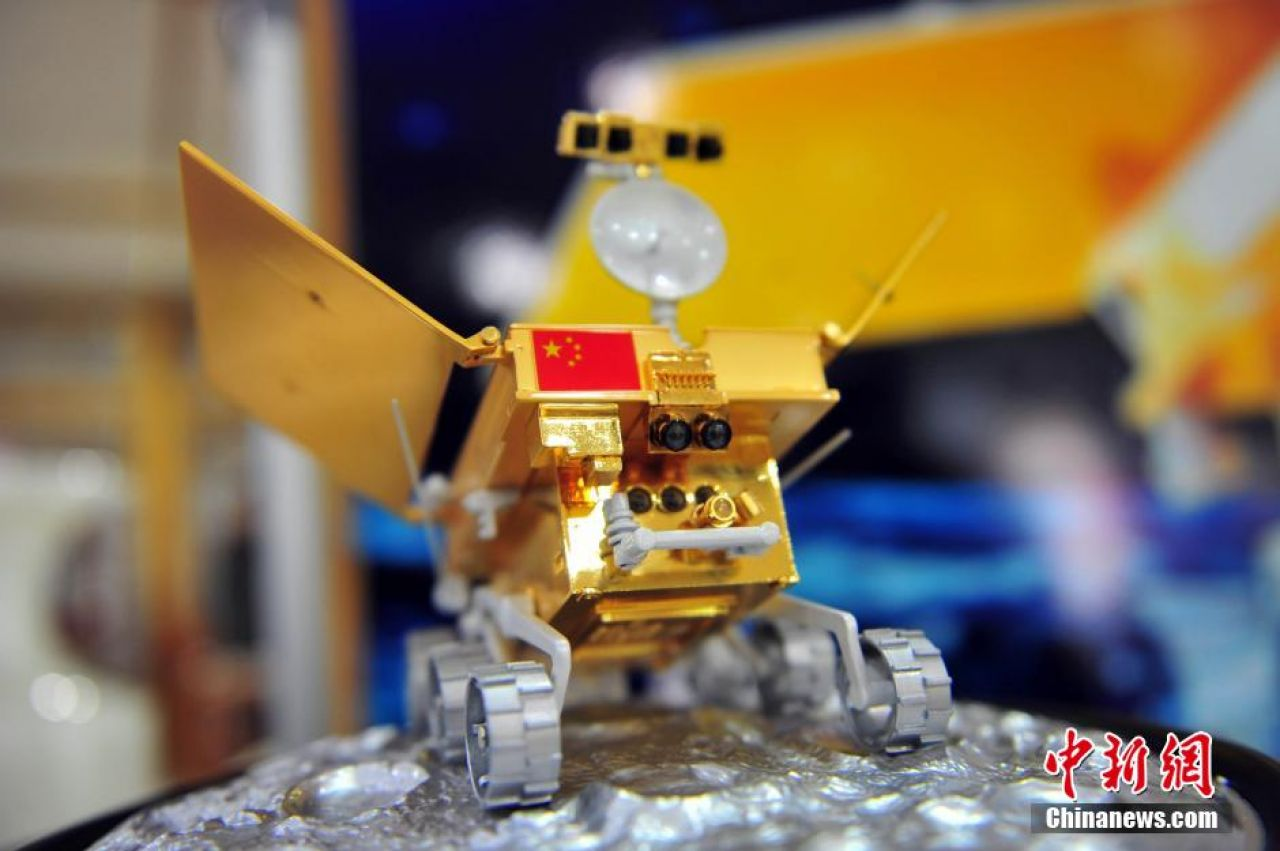 A model of the Jade Rabbit rover, which went on sale in Shenyang, Liaoning Province, on December 15, 2013.