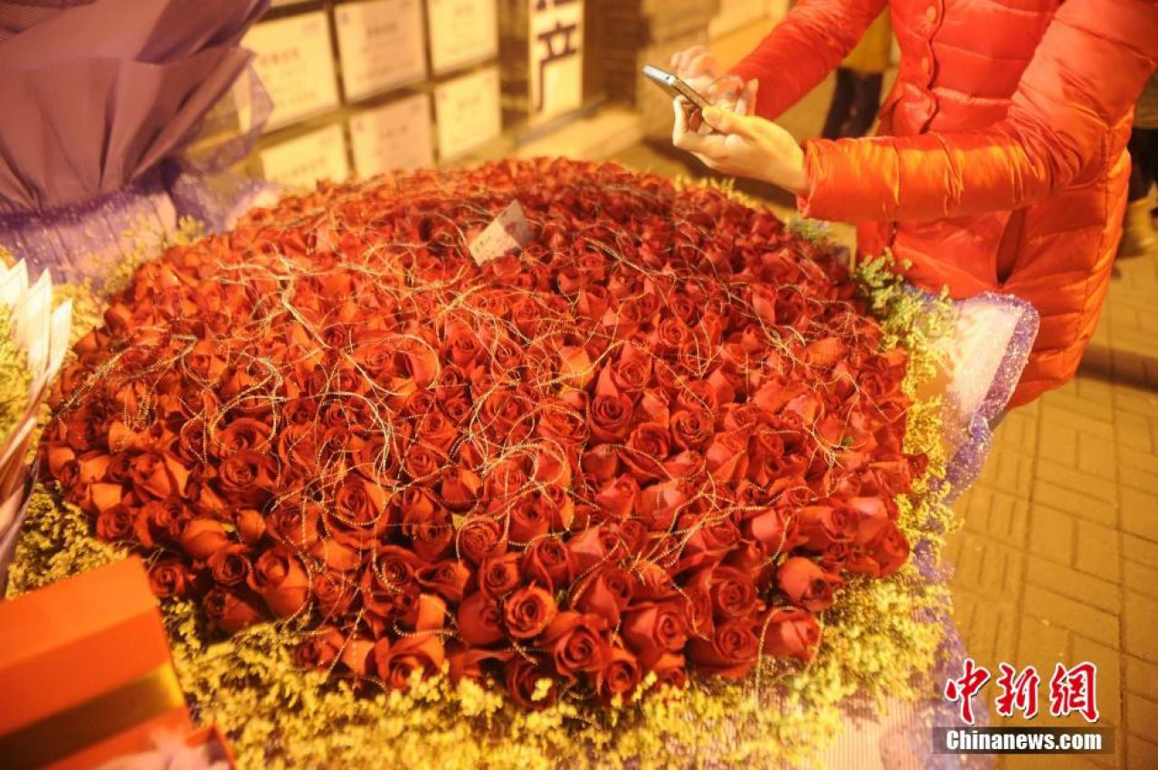 This Chongqing man made headlines in 2014 by spending 20,000 yuan (US$3,299) on a bouquet of 999 red roses.