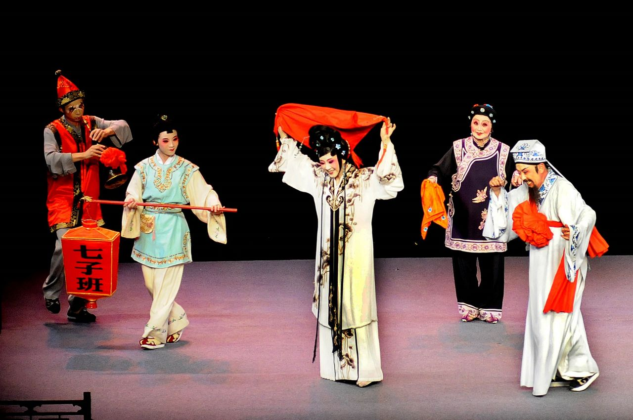 Quanzhou's Liyuan Opera troupe performed in front of packed theaters in Athens.
