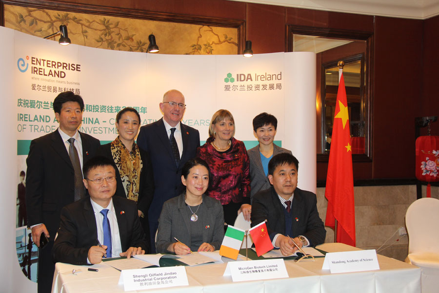 Shengli Oilfield Jindao Industrial Corperation, along with the Shandong Academy of Sciences and Irish firm MicroGen Biotech are signing a deal  to make oil drilling in the Shengli Field more environmental-friendly on December 9, 2014 in Beijing.