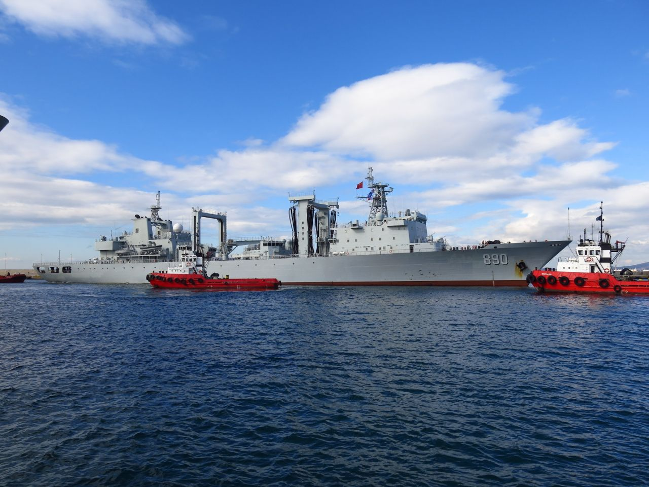 Chinese military ships arrive in Piraeus port