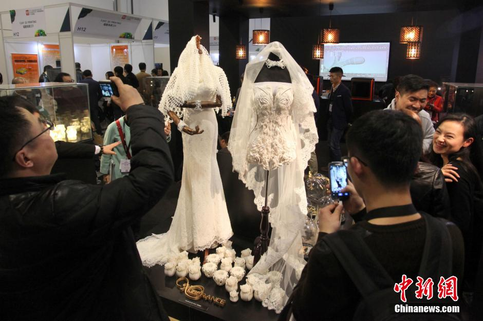 3D printed wedding dresses stun crowd at Shanghai expo