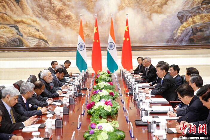 Chinese President Xi Jinping meets with visiting Indian Prime Minister Narendra Modi in Xi'an, capital of northwest China's Shaanxi Province, May 14, 2015.