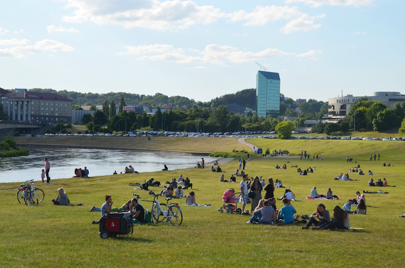 Lots of food lovers in Vilnius have gathered to dine near the Neris river